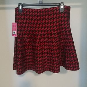 Candie's Red and black mini skirt